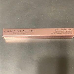 New in box Anastasia Brow Definer pencil in Auburn